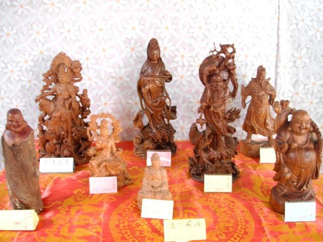 高雄大同世界慈善義賣佛像